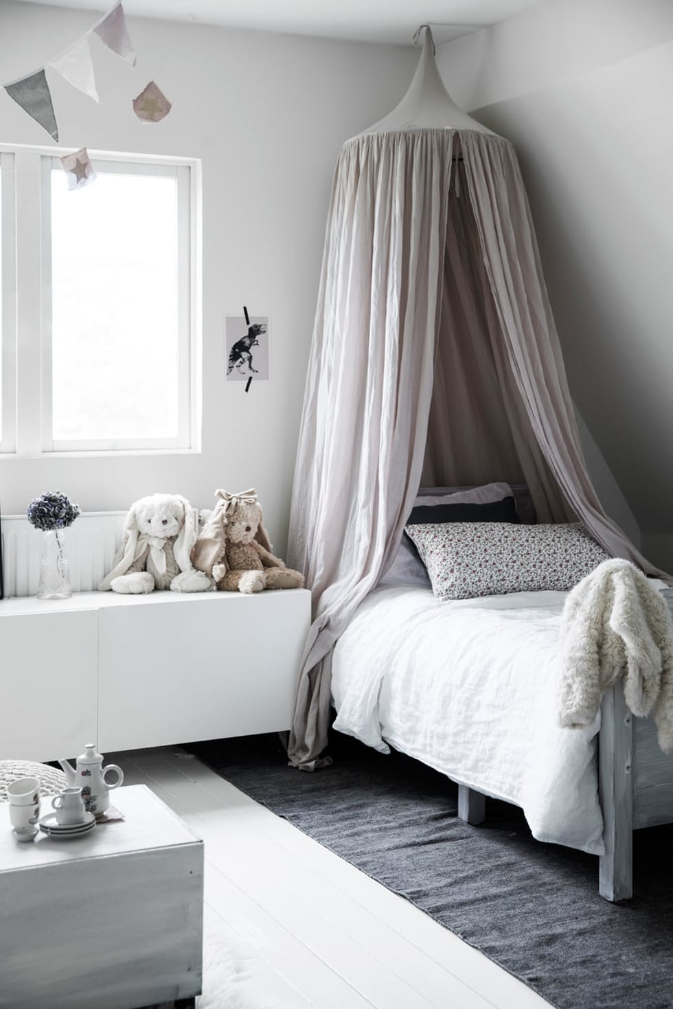 48 kids room ideas that would make you wish you were a - Mosquiteras para cama ...