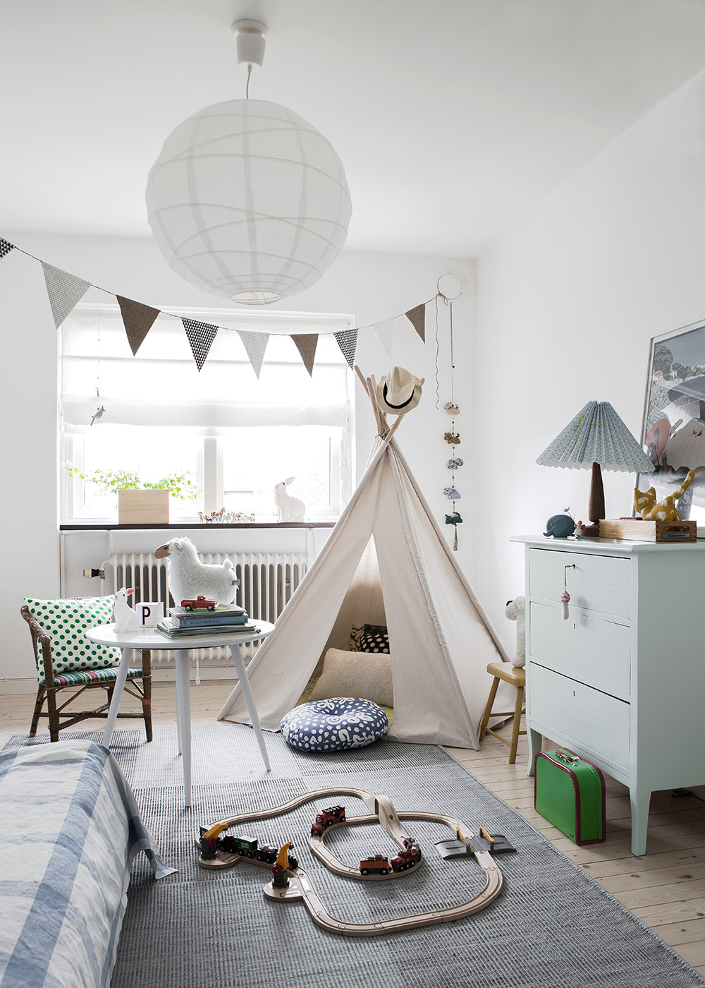 48 kids room ideas that would make you wish you were a for Decoration murale nordique
