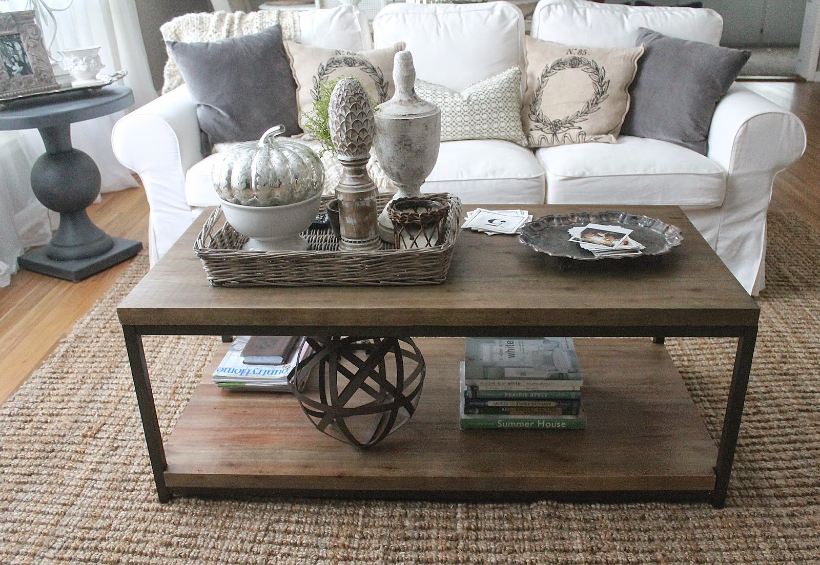 Living room table decorations - Rustic Coffee Table Decor With An Industrial Touch